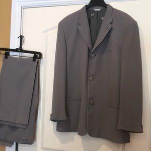 Gianni Versace men's Suit.  New condition..